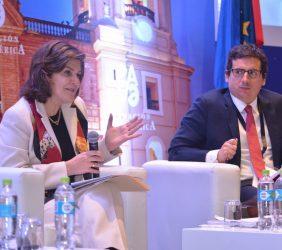 Eleonora Silva, Directora Representante en el Perú de CAF, Banco de Desarrollo de América Latina, y Erick Sablich, Subdirector periodístico de El Comercio