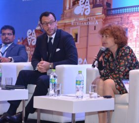 Intervención de María Peña, Directora General de ICEX, España Exportación e Inversiones. A su derecha, el Embajador Diego Mellado