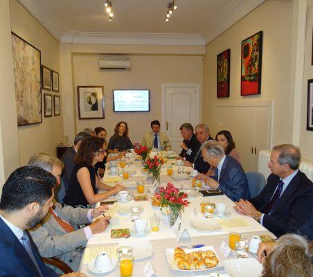 Plano general de invitados al desayuno de Valvanera Ulargui