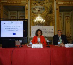 Valvanera Ulargui, Directora General de la Oficina de España del Cambio Climático, y Carlos Sallé, Director de Políticas Energéticas de Iberdrola
