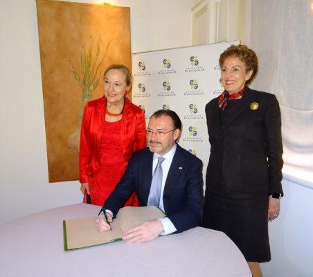 Benita Ferrero-Waldner, Luis Videgaray y Roberta Lajous