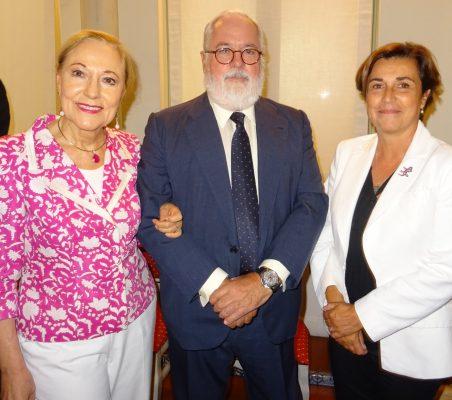 Benita Ferrero-Waldner, Miguel Arias Cañete y Ángeles Santamaría