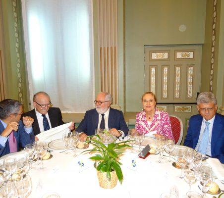 Hugo A. Morán, Julián Martínez-Simancas, Miguel Arias Cañete, Benita Ferrero-Waldner y Pablo de Carvajal