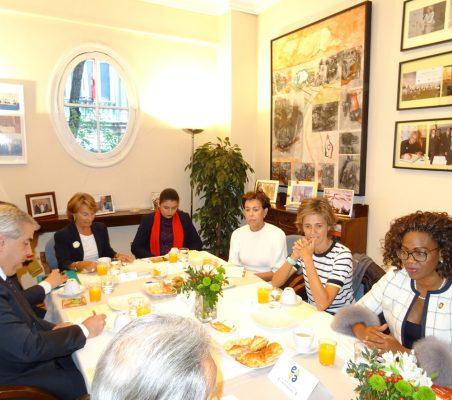 Luisa Peña, Carolina Fernández, Antonieta Mendoza de López, Arancha Díaz-Lladó y Espy Campbell