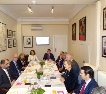 Desayuno-Coloquio con el Embajador Olivo Rodríguez Huertas