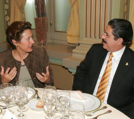Anunciada Fernández de Córdova  y Manuel Zelaya