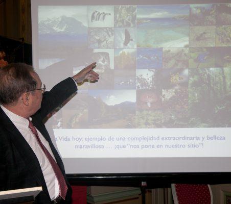 Juan Pérez Mercader durante su intervención