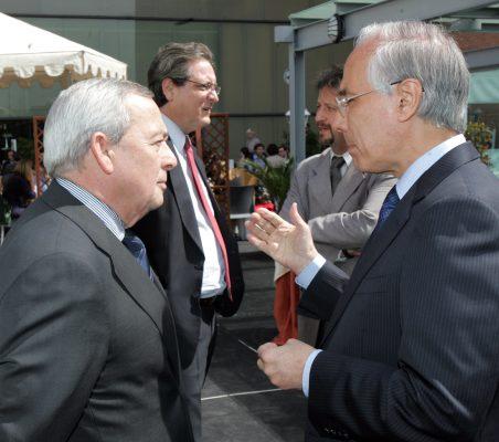 Carlos Solchaga con el Embajador de Colombia