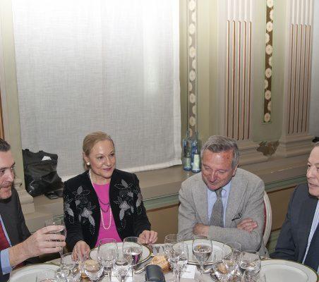 Miguel Zugaza, benita Ferrero- Waldner y Carlos Solchaga