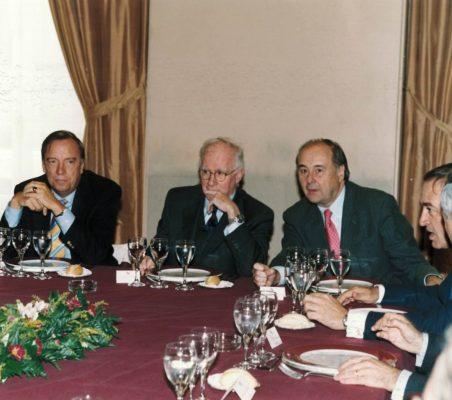 Eduardo Bautista entre Carsten Moser y Miguel Vergara
