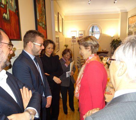 Carolina Barco saluda a Alberto Furlan