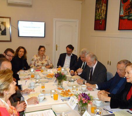 Invitados al desayuno-coloquio, con Carolina Barco