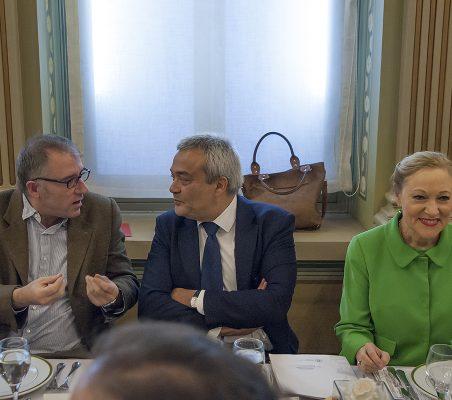 José Luis Acosta, Víctor Calvo- Sotelo y Benita Ferrero- Waldner
