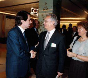 José María Aznar recibido por Ángel Durández y Flora Peña