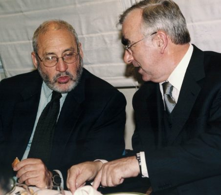 Joseph Stiglitz y Theo Waigel