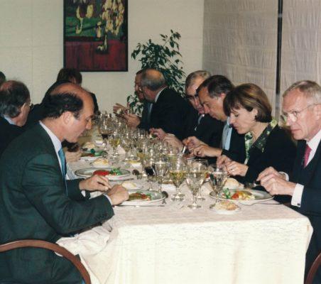 Joseph Stiglitz y Theo Waigel (27)