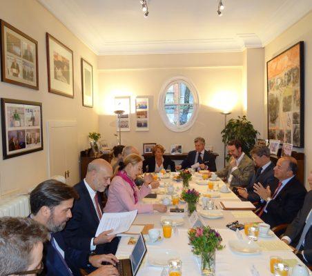 Invitados al desayuno-coloquio con Claudio de la Puente, Embajador del Perú en España