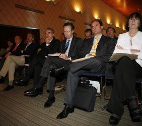 Ramón Jáuregui, Pedro Martínez Avial, Carlos Fernández y Rosa Conde entre el público