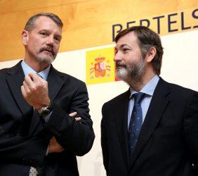 A. Smith, Consejero para Asuntos Económicos, Embajada de Estados Unidos en España, y R. Rodríguez-Ponga, Secretario General del Instituto Cervantes