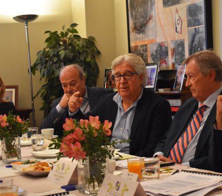 Interviene José María Morales, entre Erika Salazar y Javier Sánchez Echevarría (a su derecha), y Porfirio Enriquez y Fernando Labrada (a su izquierda)