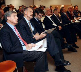 José Luis García Delgado, Anton Smith, Rafael Rodríguez-Ponga, Tristan Garel-Jones y Fernando Carro, entre el público asistente