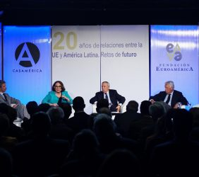 José Ignacio Salafranca, Rebeca Grynspan, Carlos Solchaga, Felipe González y Enrique V. Iglesias