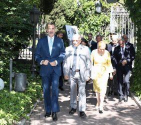 S.M. el Rey entra en la sede de Casa de América, acompañado, entre otros, por el Ministro Borrell