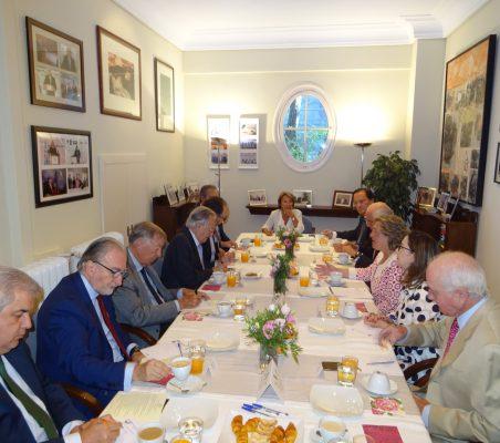 Invitados al desayuno-coloquio con Pilar González de Frutos