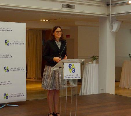 La Comisaria Europea de Comercio, durante su intervención