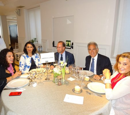 Liz Coronel, Natalia Armijos, Félix Losada, Fernando Lacadena y Eva Monroy