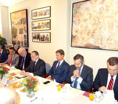 Luis Giralt, Carlos Santana, José Antonio García Belaúnde, Pompeu Andreucci Neto, José Ignacio Salafranca, Rafael Duarte y Rafael Porto