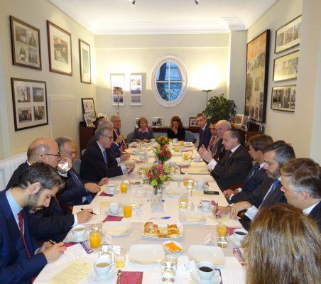 Invitados al desayuno-coloquio con el Embajador de Brasil