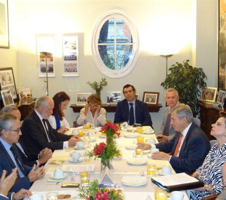 Invitados al desayuno-coloquio con la Embajadora de Costa Rica