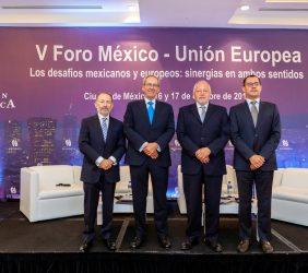 Moderador Odracir Barquera junto a los ponentes de la Tercera Sesión: Claves para el crecimiento económico de México. El rol del sector financiero en el desarrollo económico inclusivo. La digitalización de la Banca