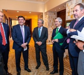 participantes de la sesión de energía junto al Senador Guadiana