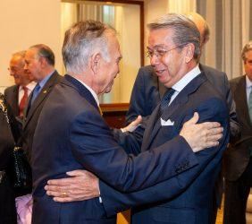Alfonso Romo saluda a Sergio Contreras