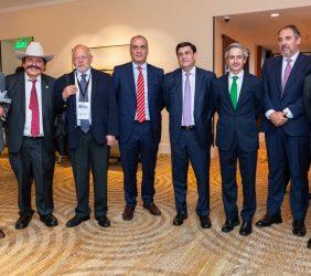 El Vicepresidente de la Fundación Euroamérica, José Ignacio Salafranca y Aber Hibert posan reciben al Senador Guadiana a su llegada, junto a otros participantes en el Foro