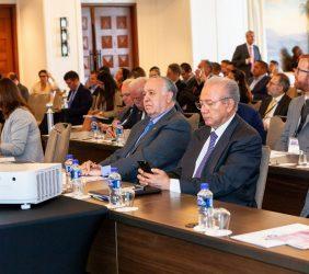 Valentín Diez Morodo y Subsecretario Hernández Haddad entre el públicoasistente