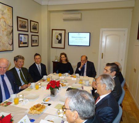 Invitados al desayuno-coloquio con Javi López