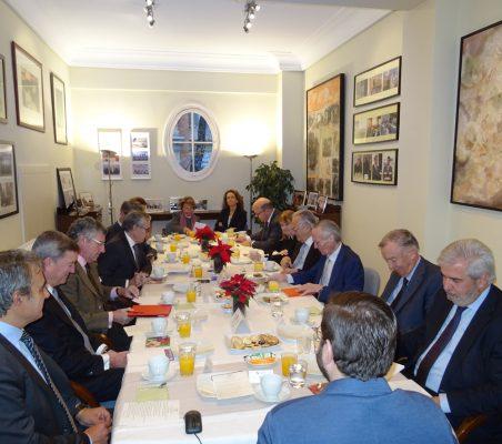 Invitados al desayuno-coloquio con Manuel Muñiz
