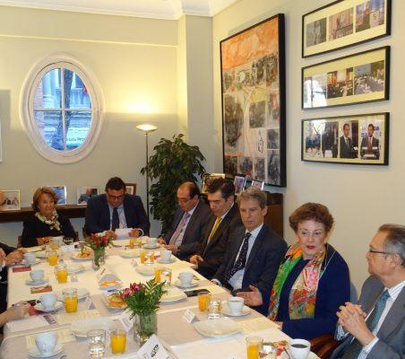 Invitados al desayuno-coloquio con Roberta Lajous