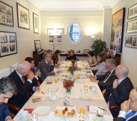 Invitados al desayuno-coloquio con Maryleana Méndez