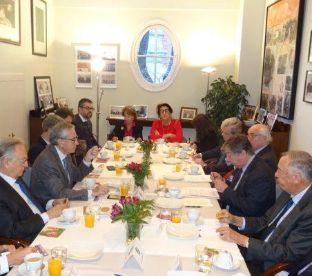 Invitados al desayuno-coloquio con José Antonio Sanahuja