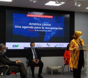 Ramón Jáuregui y Luis Carranza durante la intervención de Cristina Gallach