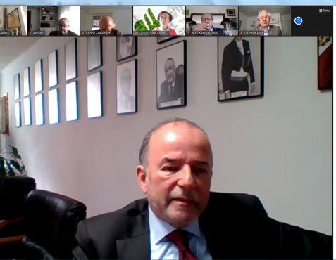 Embajador Claudio de la Puente durante su intervención