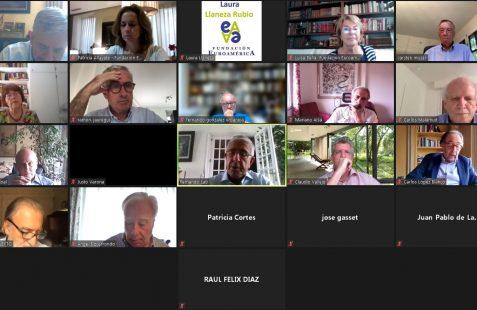 Participantes en el coloquio con Michi Strausfeld